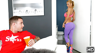 Alexis Fawx & Brad Hart in Fierce fawx - MilfHunter