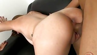 Brunette amateur tittyfuck with facial